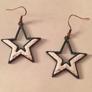 Two tone star earrings! Green and silver